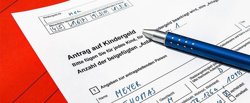 Der Kindergeldantrag erfolgt schriftlich mit dem dafür vorgesehenen Formular/ Vordruck